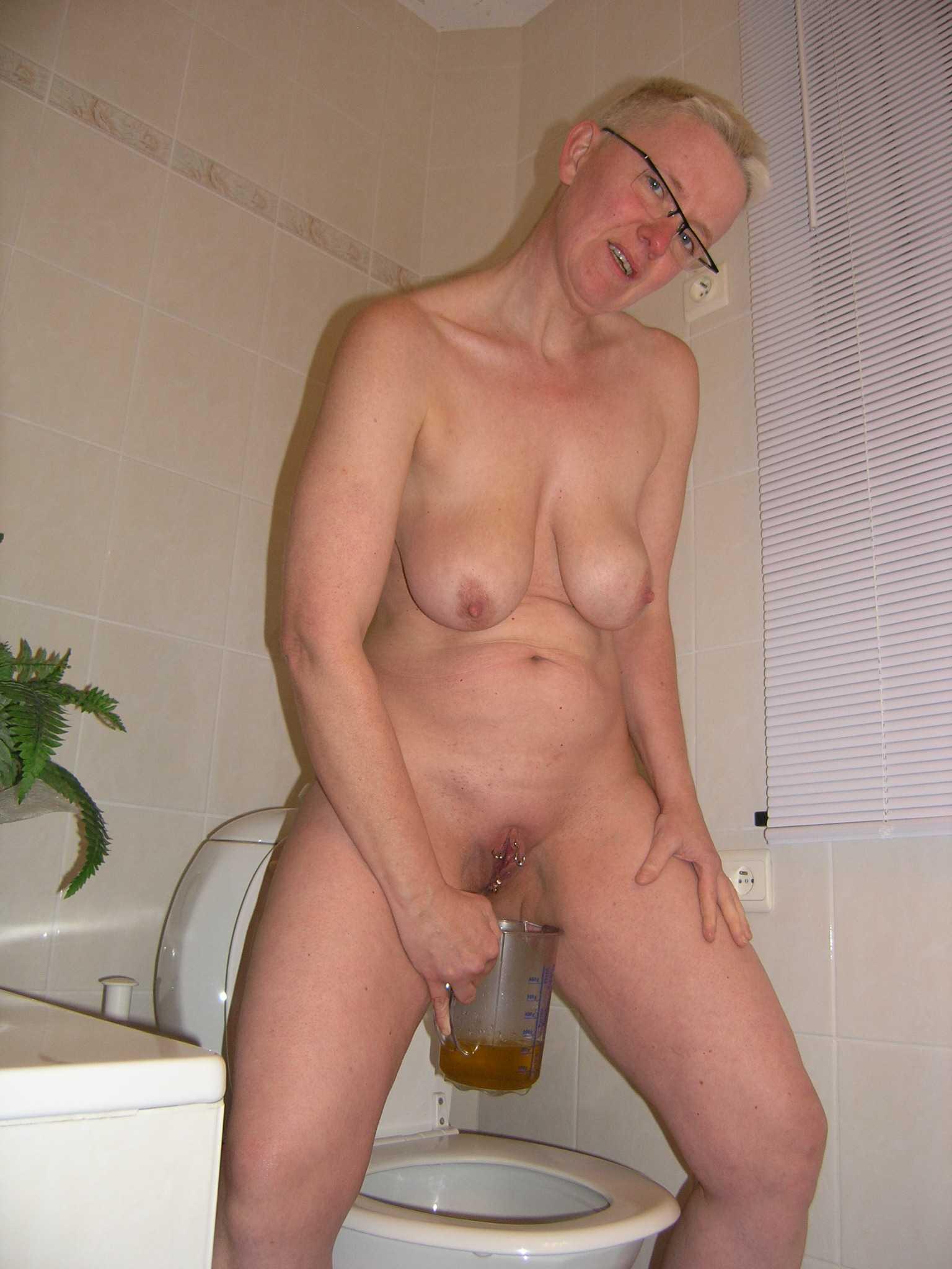 Amateur piss wife