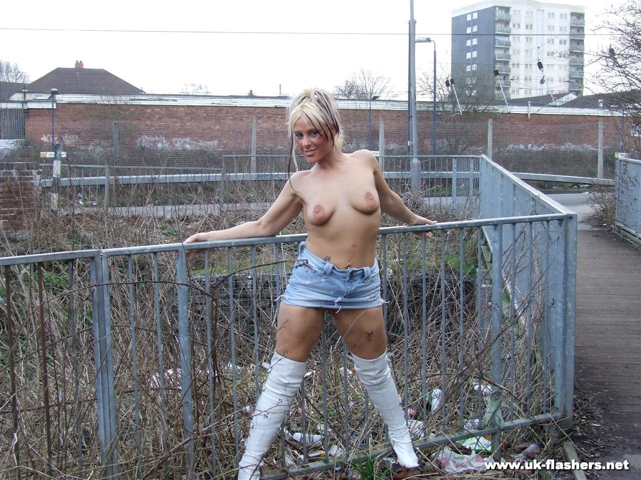 Секс людных местах 13 фотография